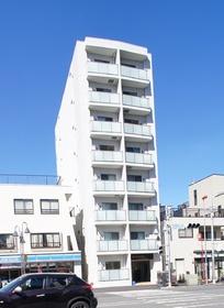 縦長の白い建物が特徴☆