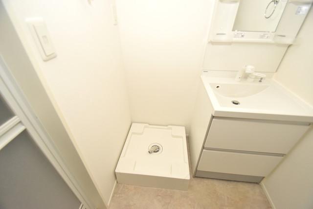 ハーモニーテラス西堤楠町 嬉しい室内洗濯機置場は脱衣場も兼ねています。