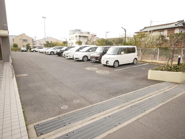 グランドゥール厚木駐車場