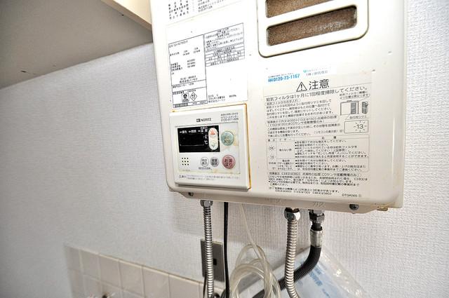 ロイヤルハイツ八戸ノ里 給湯リモコン付。温度調整は指1本、いつでもお好みの温度です。