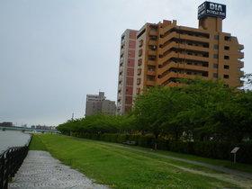 https://image.rentersnet.jp/638dc1d3-5e8d-40ea-b1da-61da8f51e70c_property_picture_1992_large.jpg_cap_外観