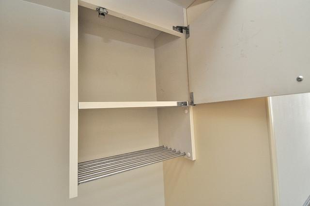 東大阪市上小阪4丁目の賃貸マンション キッチン棚も付いていて食器収納も困りませんね。