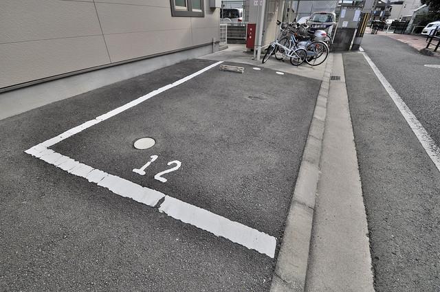 フジパレス フォンターナⅡ番館 敷地内にある駐車場。愛車が目の届く所に置けると安心ですよね。