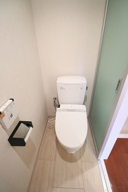 https://image.rentersnet.jp/63de37ac-ff4a-41f2-b489-74ce6e21142c_property_picture_1992_large.jpg_cap_1Fトイレ