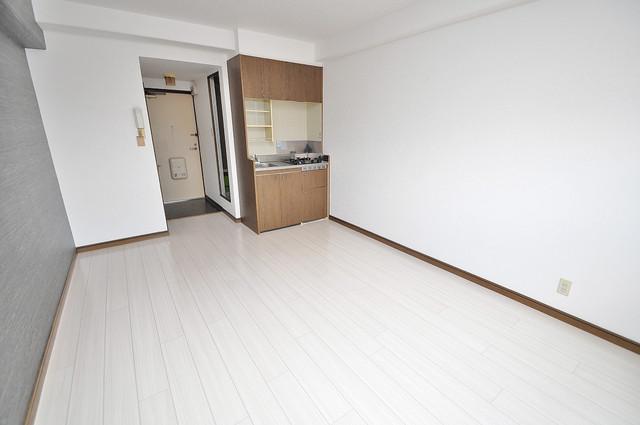 エイチ・ツーオー高井田ビル 贅沢な広さのリビングはゆったりくつろげる空間です。