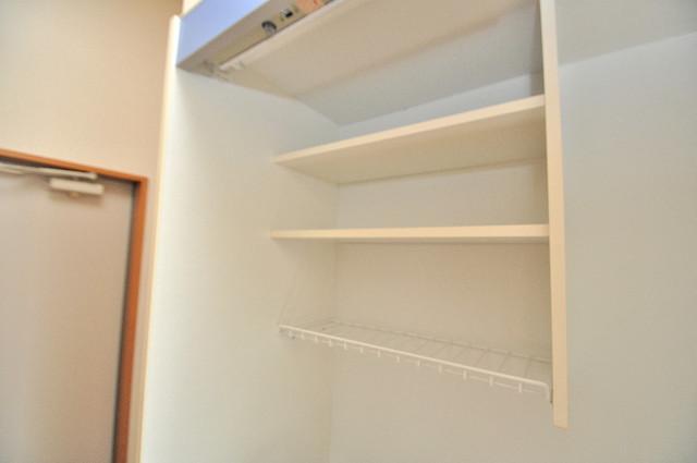 アドバンス俊徳 キッチンの上にもしっかり収納付で食器置きに困りませんね。