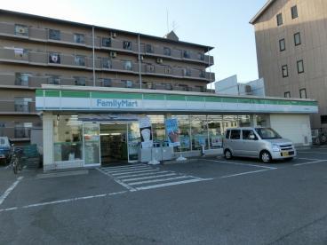 フジパレス フォンターナⅡ番館 ファミリーマート東大阪西堤店