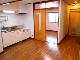 和室側から見たDK(キッチン)