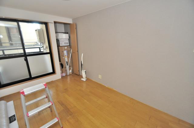 ピア小阪 白を基調としたリビングはお部屋の中がとても明るいですよ。
