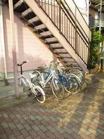 シャングリラ壱番館駐車場