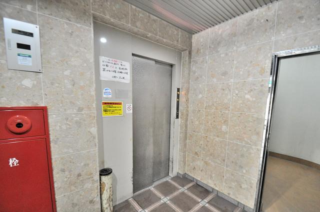 プラムガーデンハイツ 嬉しい事にエレベーターがあります。重い荷物を持っていても安心