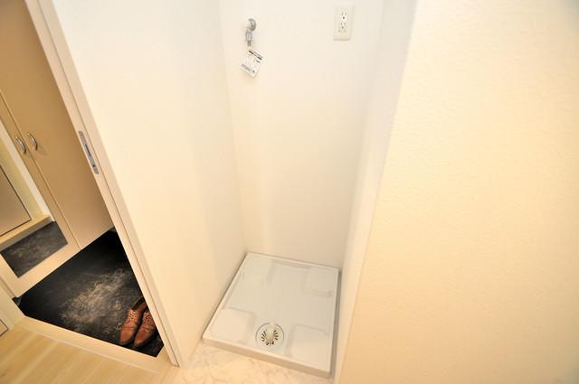グランドゥーエ永和駅前 嬉しい室内洗濯機置場。これで洗濯機も長持ちしますね。