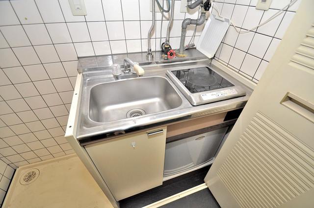 コルナス八戸ノ里 ピカピカのキッチンはお料理の時間が楽しくなりますね。