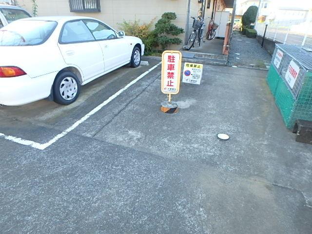 リバーヒルズ増島駐車場