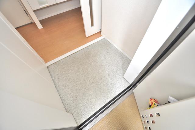 シャーメゾンアマヤハイツ 玄関から部屋が見えないので急な来客でも安心です。