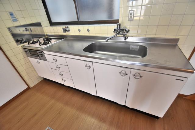 柏田東町2-37貸家 ピカピカのキッチンはお料理の時間が楽しくなりますね。