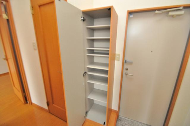 アドバンス俊徳 玄関には大容量のシューズボックスがありますよ。