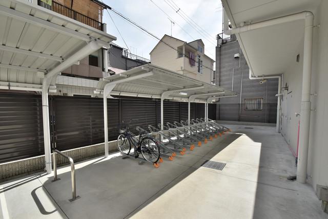 エグゼ今里 敷地内にある専用の駐輪場。雨の日にはうれしい屋根つきです。