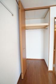 アビターレ 201号室