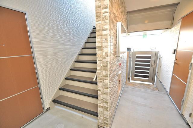 フジパレス高井田 この階段を登った先にあなたの新生活が待っていますよ。
