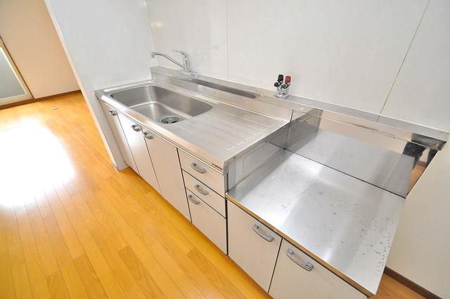 ハイムタケダT-11 大きなキッチンはお料理の時間を楽しくしてくれます。