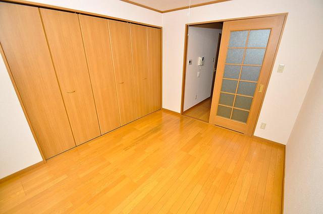 新深江池田マンション ゆとりのあるベッドルームで快適な睡眠をとってくださいね。