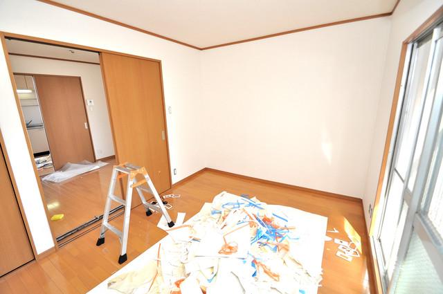 江口コーポ 朝には心地よい光が差し込む、このお部屋でお休みください。