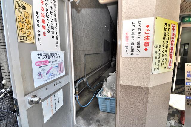 小阪ビル 朝が弱い方でも安心夜でも出せる嬉しい敷地内ゴミ置き場。