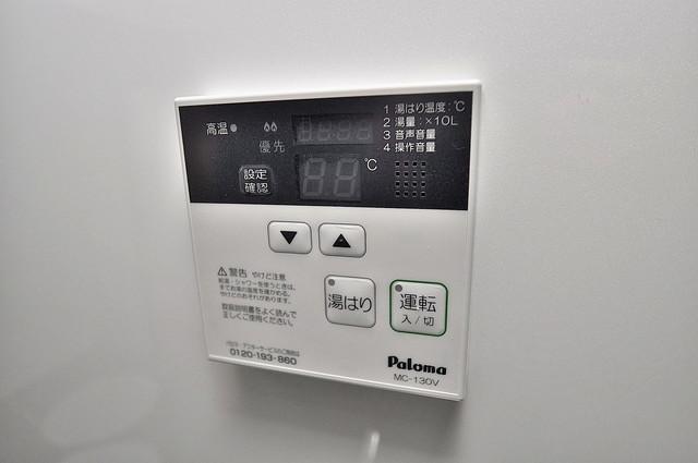Realize長瀬 給湯リモコン付。温度調整は指1本、いつでもお好みの温度です。