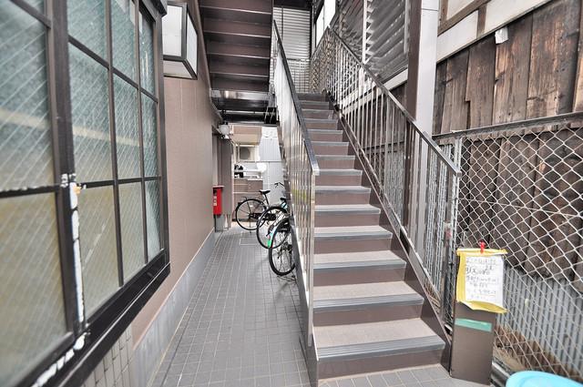 サニーハイム小若江 この階段を登った先にあなたの新生活が待っていますよ。