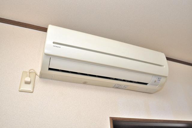 雅ハイツⅡ エアコンがあるのはうれしいですね。ちょっぴり得した気分。