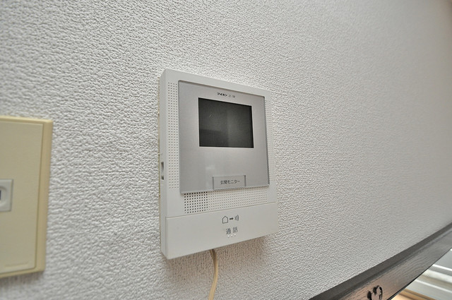 グローリア高井田 TVモニターホンは必須ですね。扉は誰か確認してから開けて下さいね