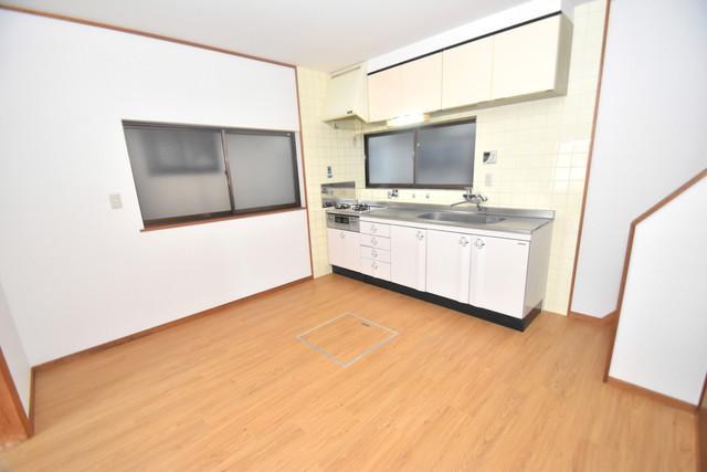 柏田東町2-37貸家 明るいお部屋はゆったりとしていて、心地よい空間です