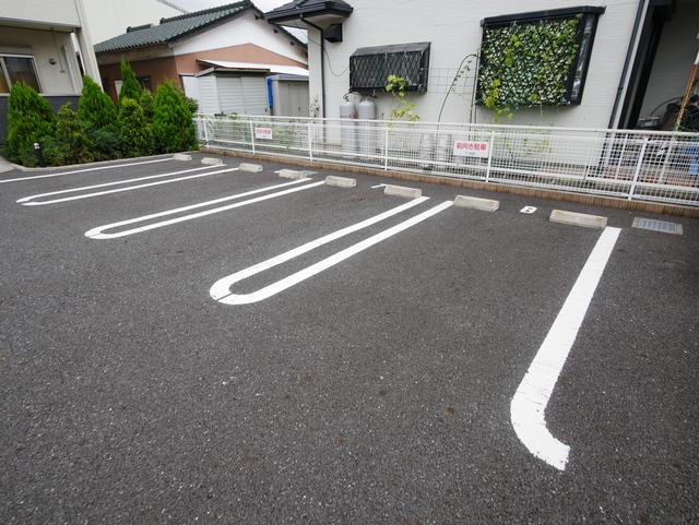 レオビーナ駐車場