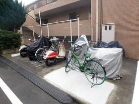グローリア初穂聖蹟桜ヶ丘駐車場