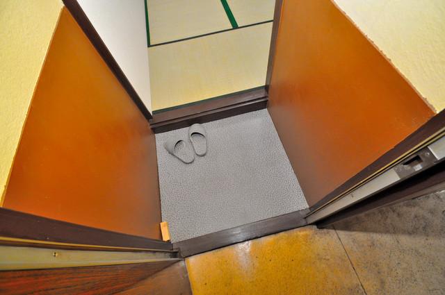 開運荘 玄関を開けると解放感のある空間がひろがりますよ。
