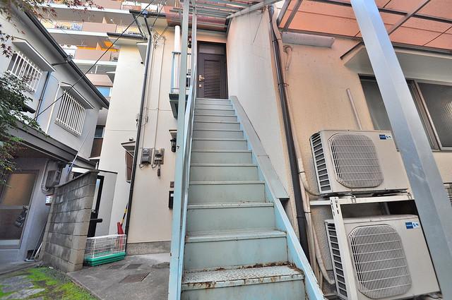 カーサ布施Ⅱ この階段を登った先にあなたの新生活が待っていますよ。