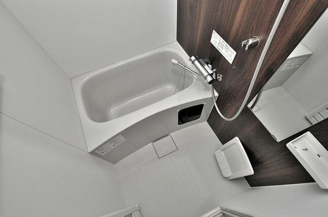 アドバンス大阪フェリシア ちょうどいいサイズのお風呂です。お掃除も楽にできますよ。