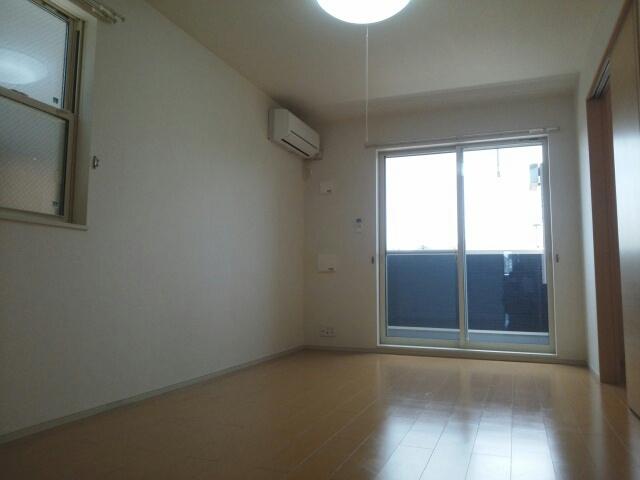 クリスタルガーデン カラー 明るいお部屋はゆったりとしていて、心地よい空間です