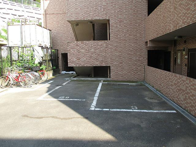 アーク戸塚ヒルズ駐車場