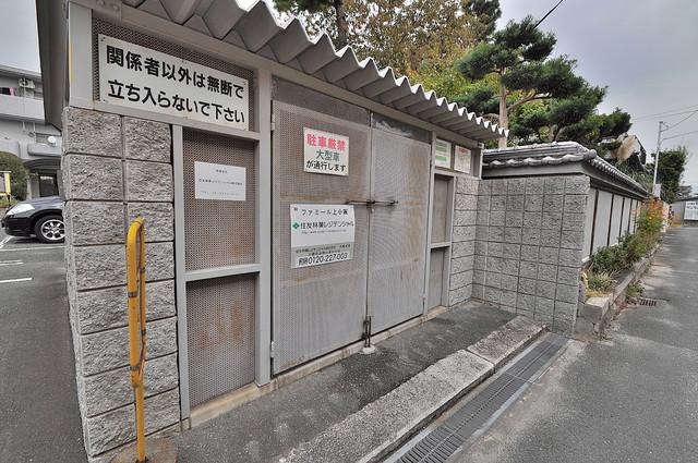 ファミール上小阪 敷地内に有り、時間を気にせず出せるごみ置き場。