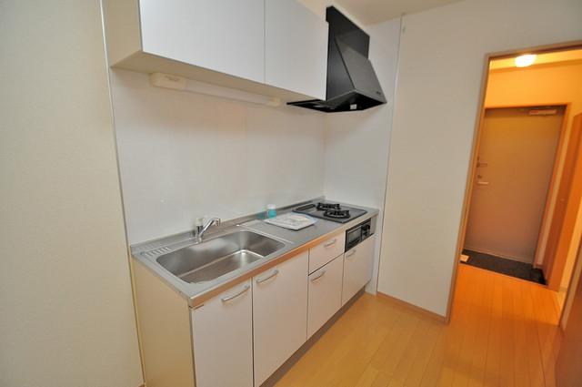 アンプルールフェールU-HA ピカピカのキッチンはお料理の時間が楽しくなりますね。
