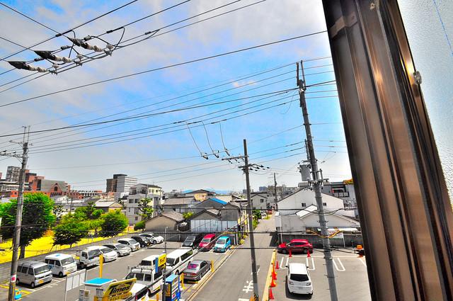 ハイム上小阪 この見晴らしが日当たりのイイお部屋を作ってます。