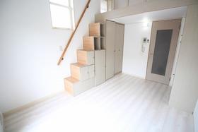 https://image.rentersnet.jp/6a243412-c225-4b6e-a4ba-2d56573d13e5_property_picture_2988_large.jpg_cap_居室