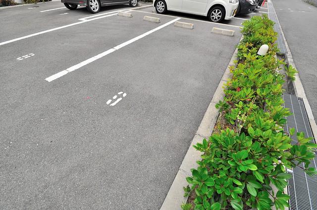 Loyal f Maison(ロイヤルエフメゾン) 1階には駐車場があります。