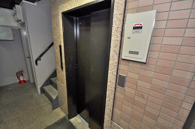 エンブレム巽西 嬉しい事にエレベーターがあります。重い荷物を持っていても安心