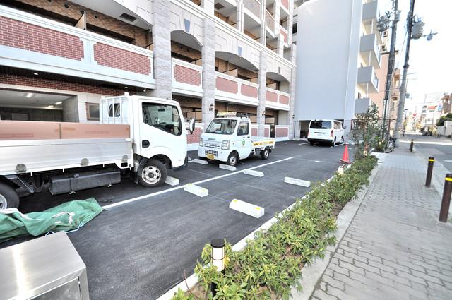 Luxe今里Ⅱ 敷地内にある駐車場。愛車が目の届く所に置けると安心ですよね。