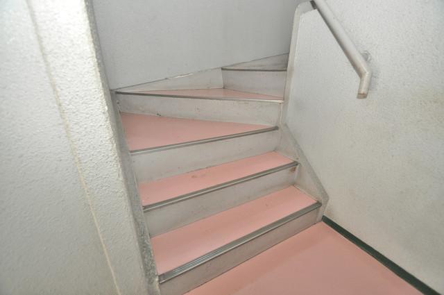 ロイヤルシード小阪 この階段を登った先にあなたの新生活が待っていますよ。