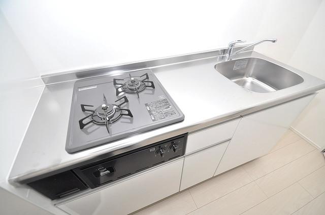 Lazward HigashiOsaka  単身のお部屋には珍しい豪華なシステムキッチン完備です。