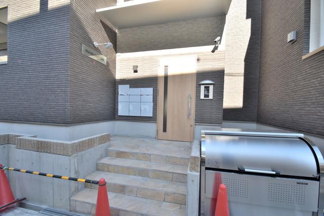 フジパレス諏訪Ⅱ番館 オシャレなエントランスは安心のオートロック完備です。